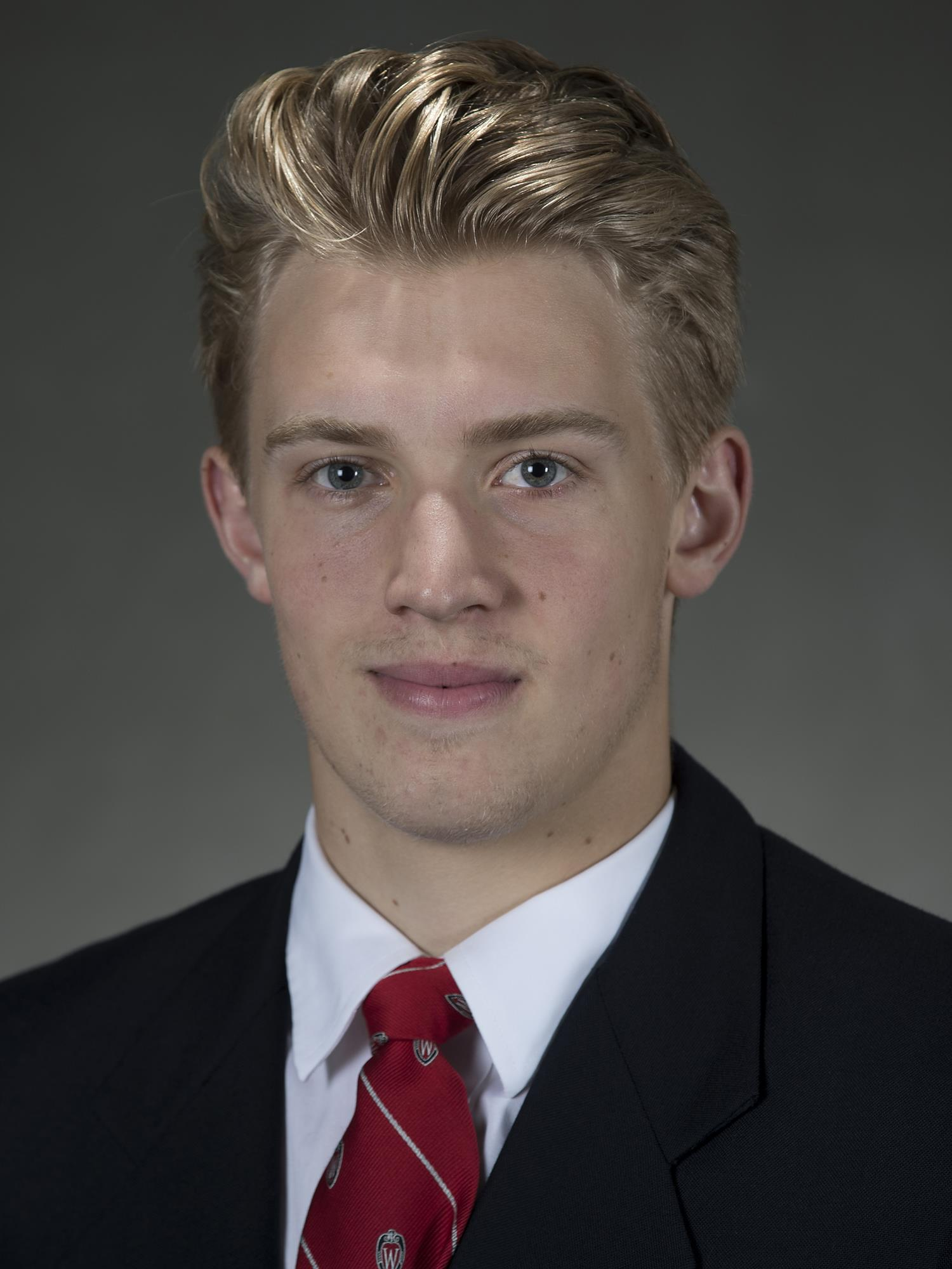 Dylan Holloway | Men's Hockey | Wisconsin Badgers